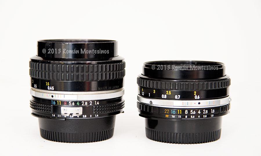 Dos objetivos Nikkor de 50mm. A la izquierda el 50mm 1.4 AI MF y a la derecha el 50mm 1.8 AI MF. Se puede ver el tamaño comparativo de ambos.