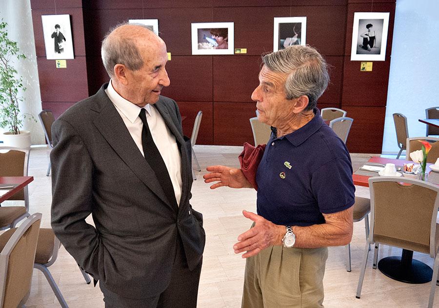 El ex alcalde de La Coruña Liaño Flores (izquierda) y Willy Iglesias momentos antes de la inauguración.